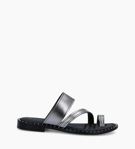 Flat toe loop sandal STUDY - Grained vegetable tanned leather - Silver