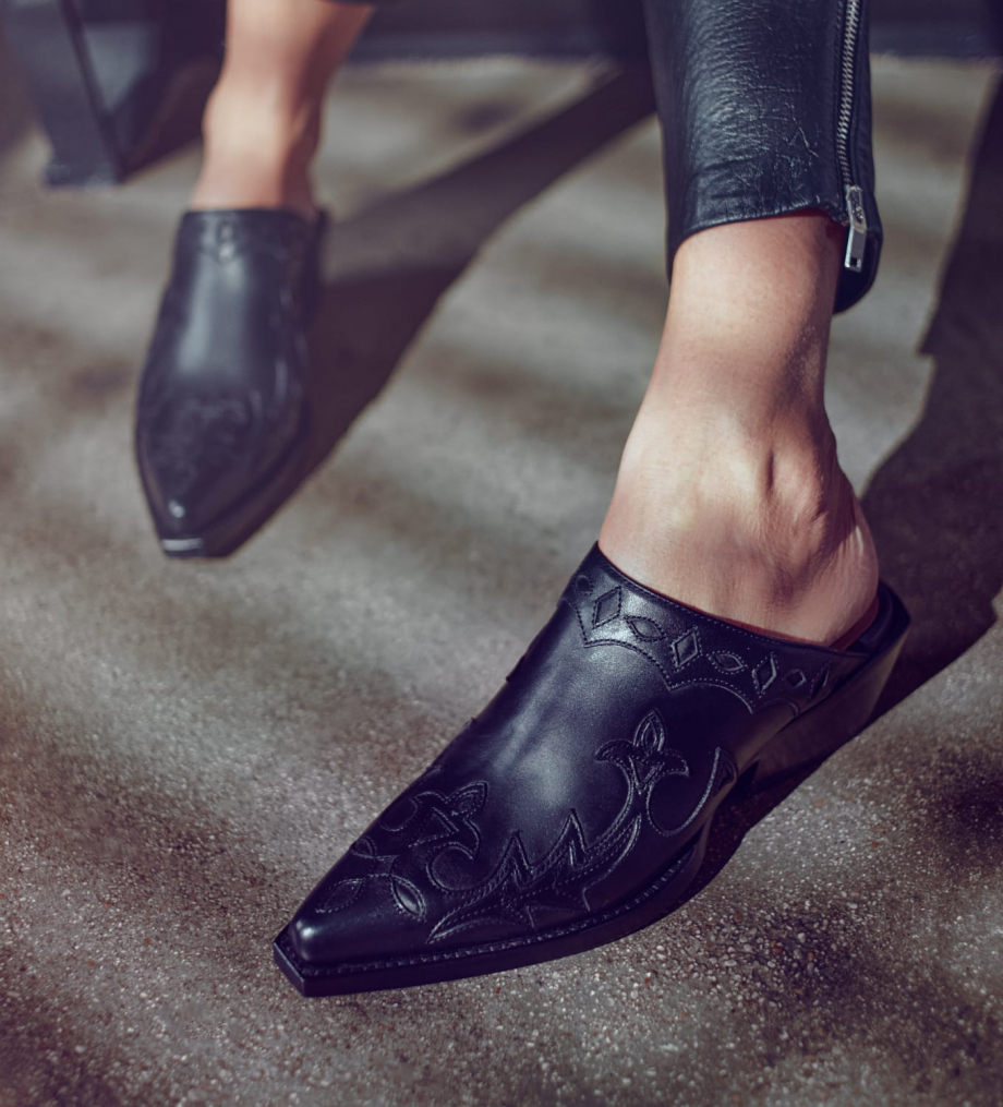 FREE LANCE Embroidered western shoe CALAMITY 4 - Matt smooth calf leather - Black