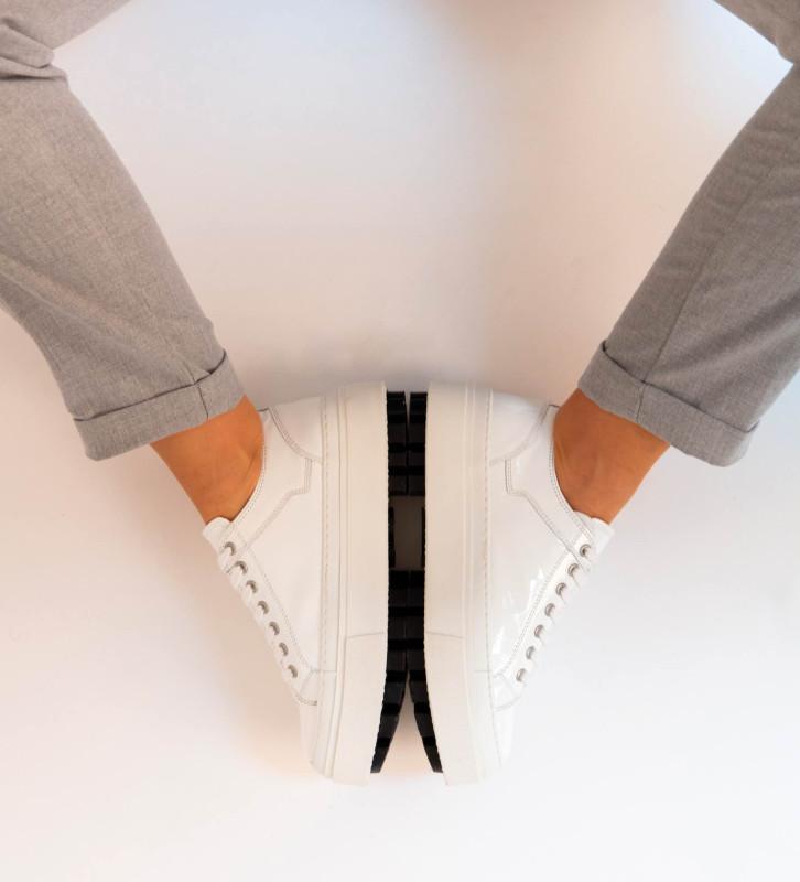 FREE LANCE Nakano Low Top Sneakers - Cuir Vernis - Blanc